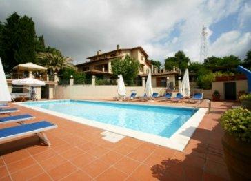 VILLA EDERA  Apartments Holidays  in Private Villa in Maremma Tuscany in Italy