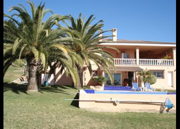 1 bedroom seaview apt-huge villa by Estepona Costa/del/Sol