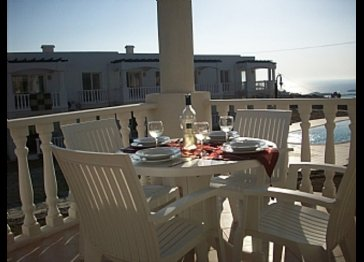 A luxurious and spacious two bedroom apartment with sea view