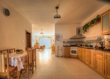 Sunshine Holiday Apartment (Self Catering)