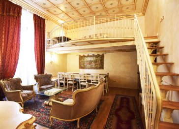 Charming Loft few steps from Duomo for 8 person