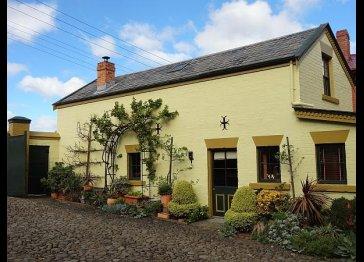 Appleisle Cottages - Corinda's Coach House