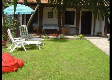 SELF-CATERING HOLIDAY APARTMENTS