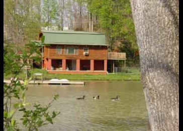 Mountain Log Home - Private Lake - Stables - Hot Tub - Fishing