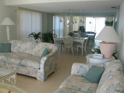 Chambre': Luxury Condo  Madeira Beach  On the Gulf Of Mexico