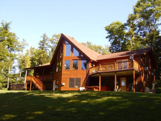 Log timber home swimming pool hot tub pool table for Cabin rentals in maine with hot tub