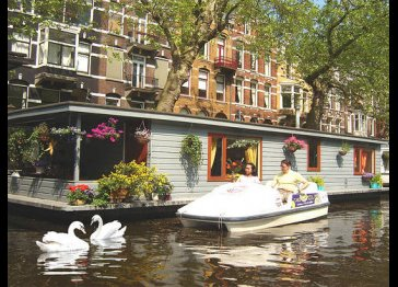PhilDutch Houseboat - Amsterdam Bed and Breakfast
