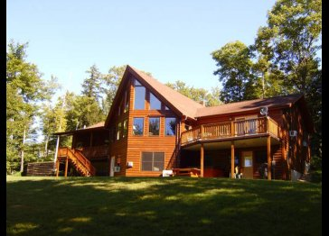 Log & Timber home, swimming pool, hot tub, pool table & more