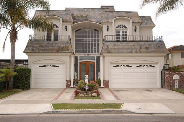Water front mini mansion huntington beach california usa for Mini mansions houses