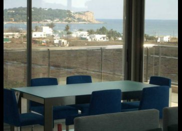 Luxurious 4 bedroom apartment 190sqm with stunning sea views