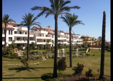 MODERN APARTMENT IN ESTEPONA
