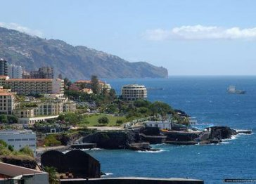 Rent of a seaside lovely holiday flat on Madeira island.