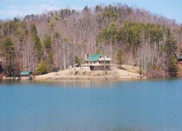 Lodge on Mirror Lake