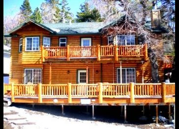 Expansive Log Cabin Home close to everything!