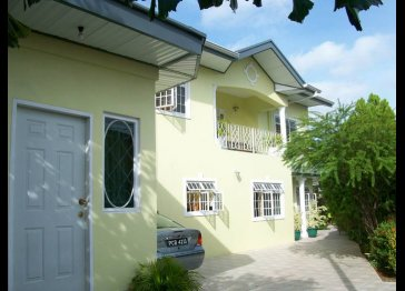 BAYVILLE HOLIDAY APARTMENT - ST JAMES, TRINIDAD
