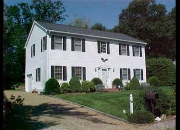5 Bedroom Colonial just a 6 min. walk to the Ogunquit Beach