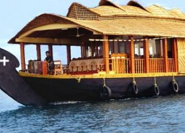 KUMARAKOM HOUSE BOAT KERALA BACK WATER TOURS