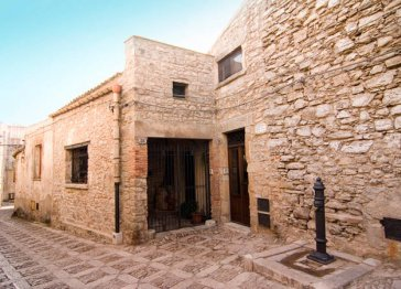 Charming vacation home in medieval Erice