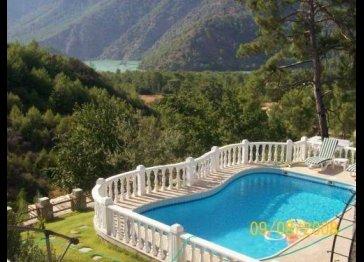 4 bedroom holiday villa