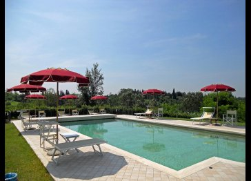 Villa with pool, private garden with BBQ