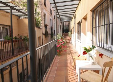 Cozy and furnished 20 mt from Las Ramblas!