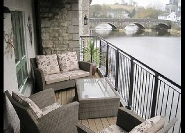 Self-catering apartment, riverside location Kendal