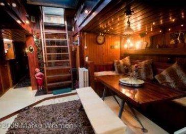 Love Houseboat
