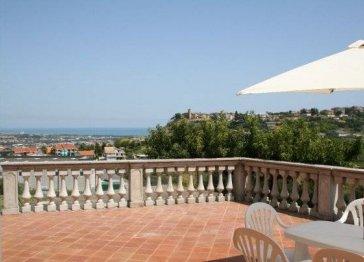 Luxury villa on Adriatic Coast with dramatic views