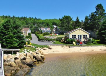 Larindas Landing Oceanfront Cottages