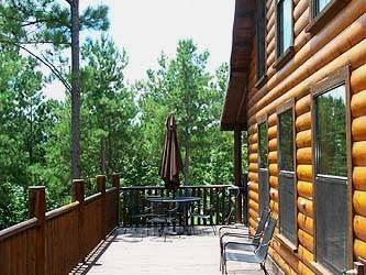 Beavers Bend Log Cabins minutes from Beavers Bend State Park