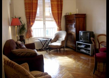 quiet bright 3 rooms furnished apartment RER A at feet