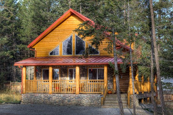 Iron Ring Log Chalet - Radium Vacation Rental, Radium Hot Springs Mineral pool passes included