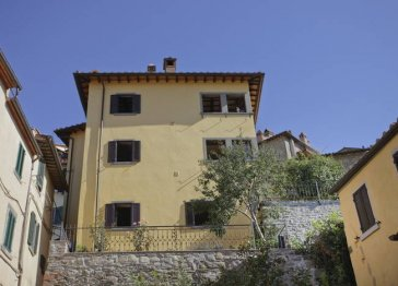 Cortona Cozy  Apartment with garden and amazing view  2 gues