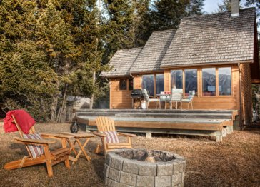 Coulee Ridge Cabin - Vacation Home Rental with private beach